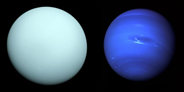 Uranus and Neptune as seen by Voyager 2.jpg